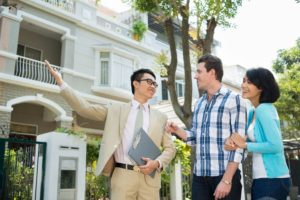 Real Estate Agents: Adding Ease to Selling a House